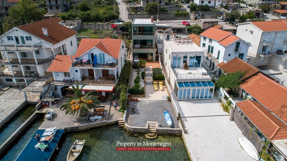 First-line-villa-for-sale-in-Tivat (2).jpg