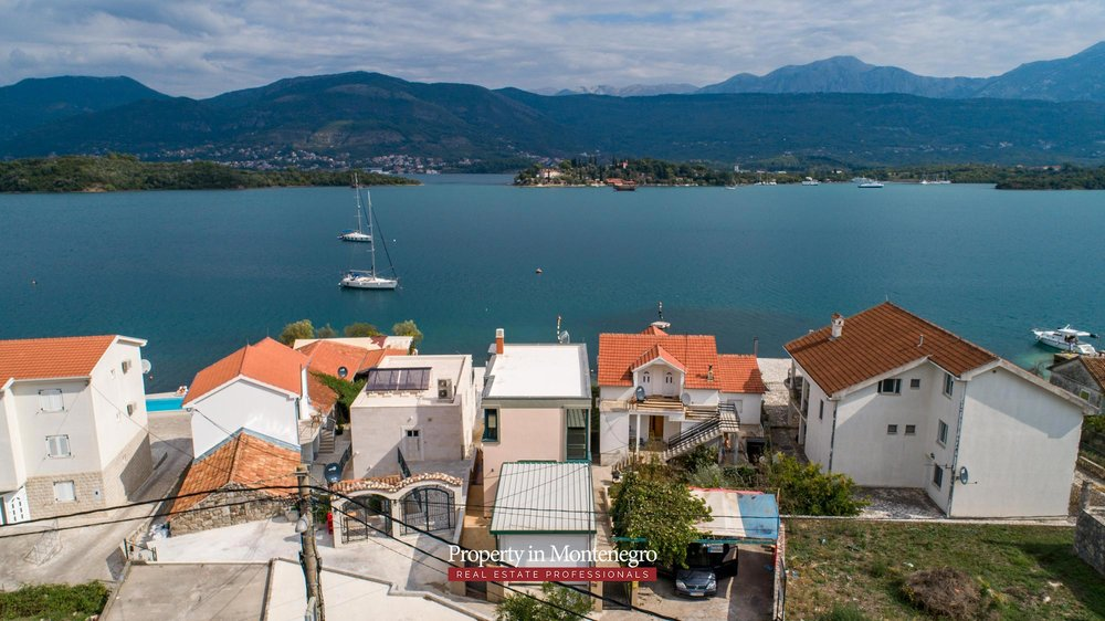 First-line-villa-for-sale-in-Tivat (6).jpg