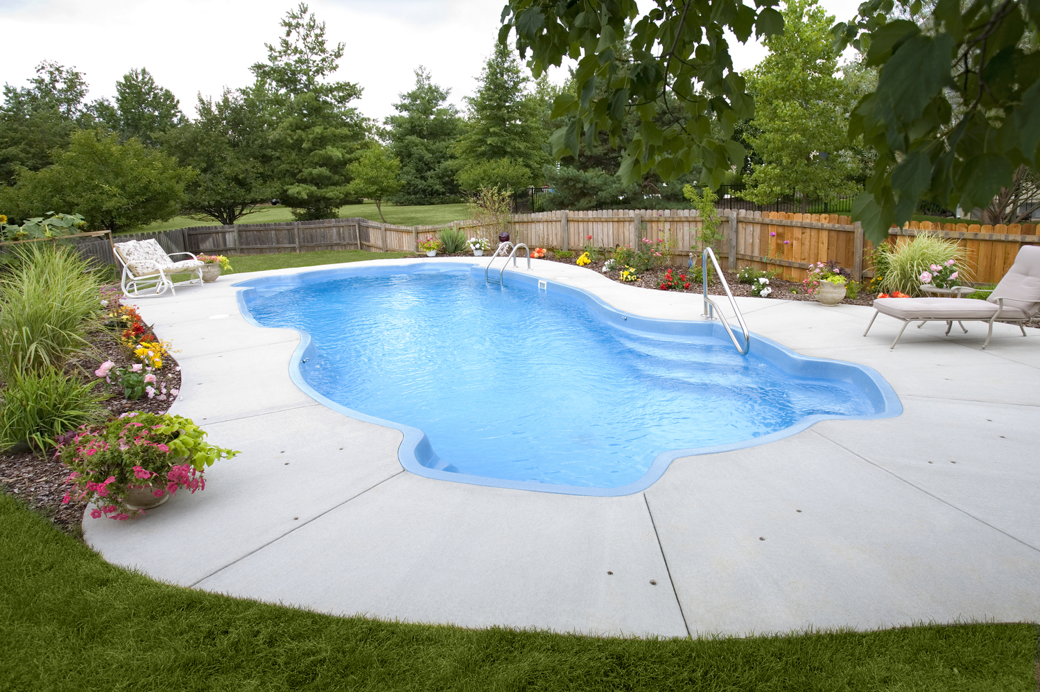 fiberglass gallery — prestige pools & spas