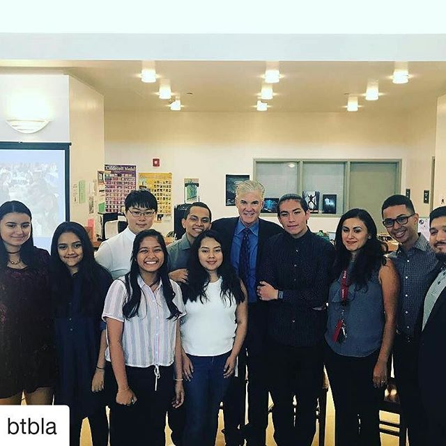 #Repost @btbla (@get_repost) ・・・ California Superintendent Tom Torlakson takes time to learn about these amazing HS students that depend on 21st Century Funding. #btbstrong #Educarefoundation