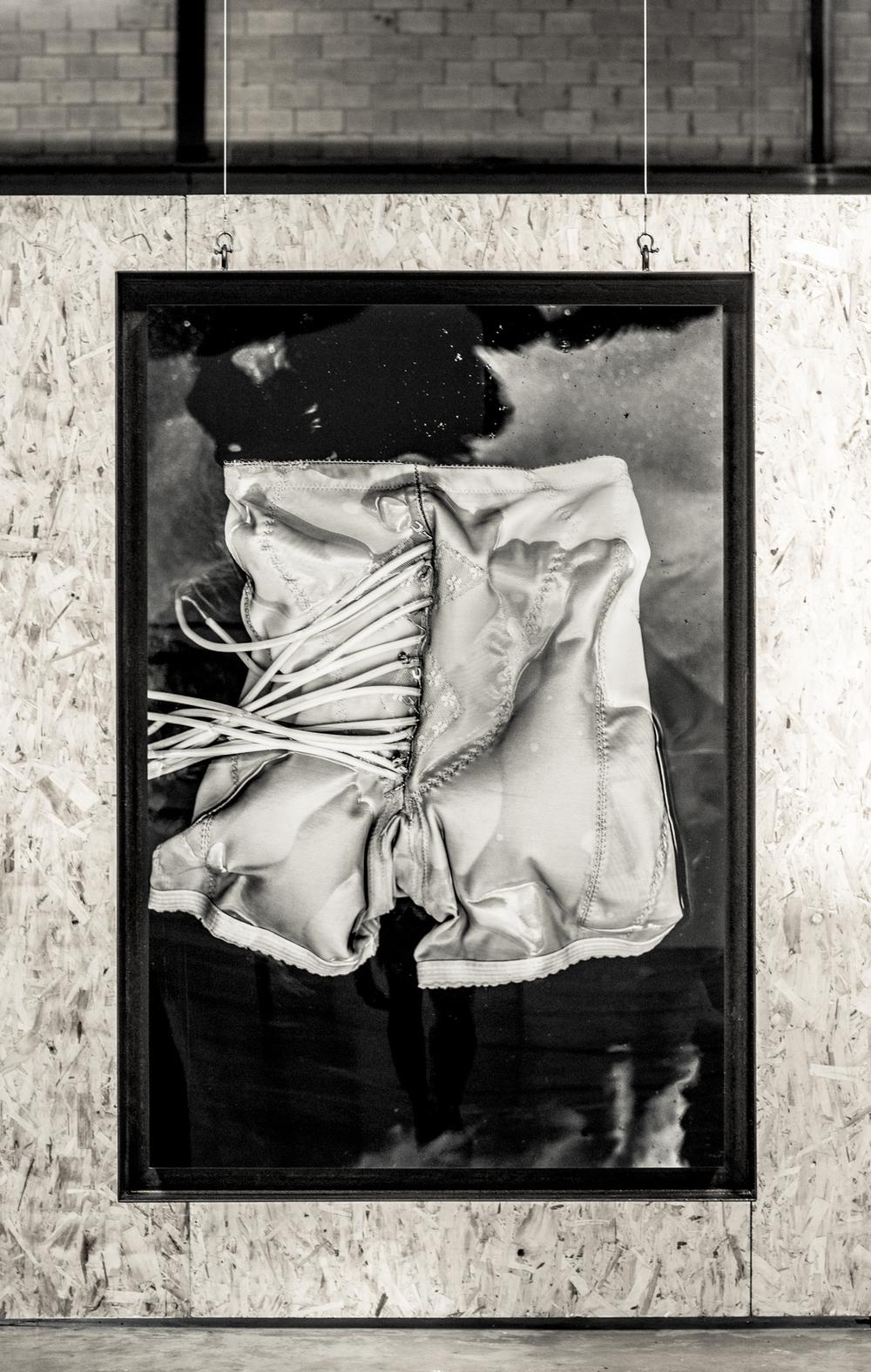 """Soif no 03  [série Méduses], 2015.   Épreuve à encre pigmentée sur papier, montage archive sous acrylique, acier brut.   Inkjet print on paper, archival mount under Plexiglas, wood.   162.7 x 111.8 cm (64"""" x 44"""")   Edition 1/5"""