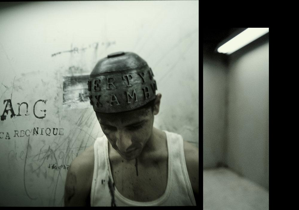 Silent room - film-poème en seize tableaux par Skoltz_Kolgen, 2003.Qwartz Awards 5 / Best Video, Paris, France. 2009 /Best Experimental Film - Feature Film, New York Independant Film and Video Festival, New York, États-Unis. 2004