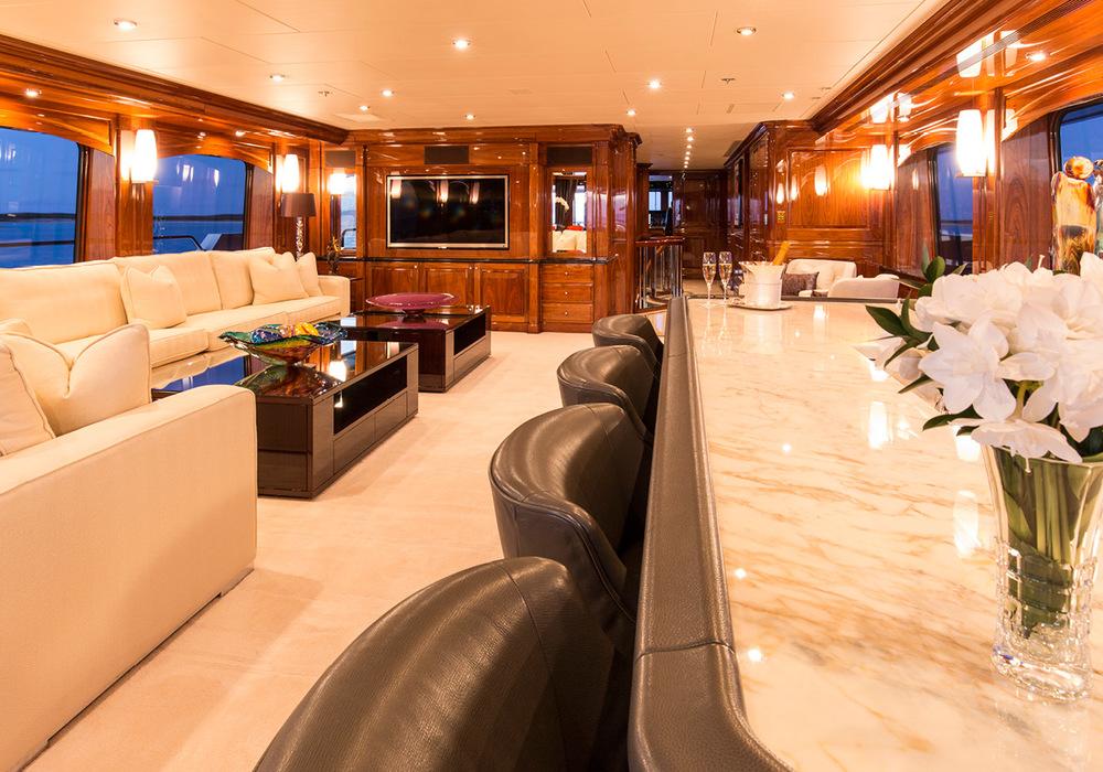 162'-Christensen-REMEMBERWHEN-Yacht-Photo-8.jpg