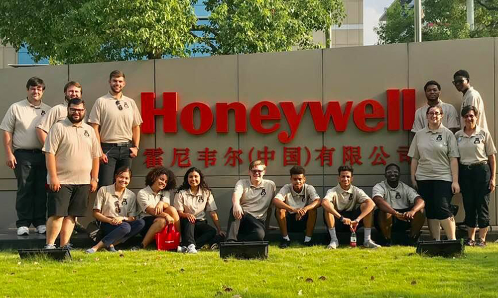 Grizzlies visit Honeywell, a sponsor of our China trip