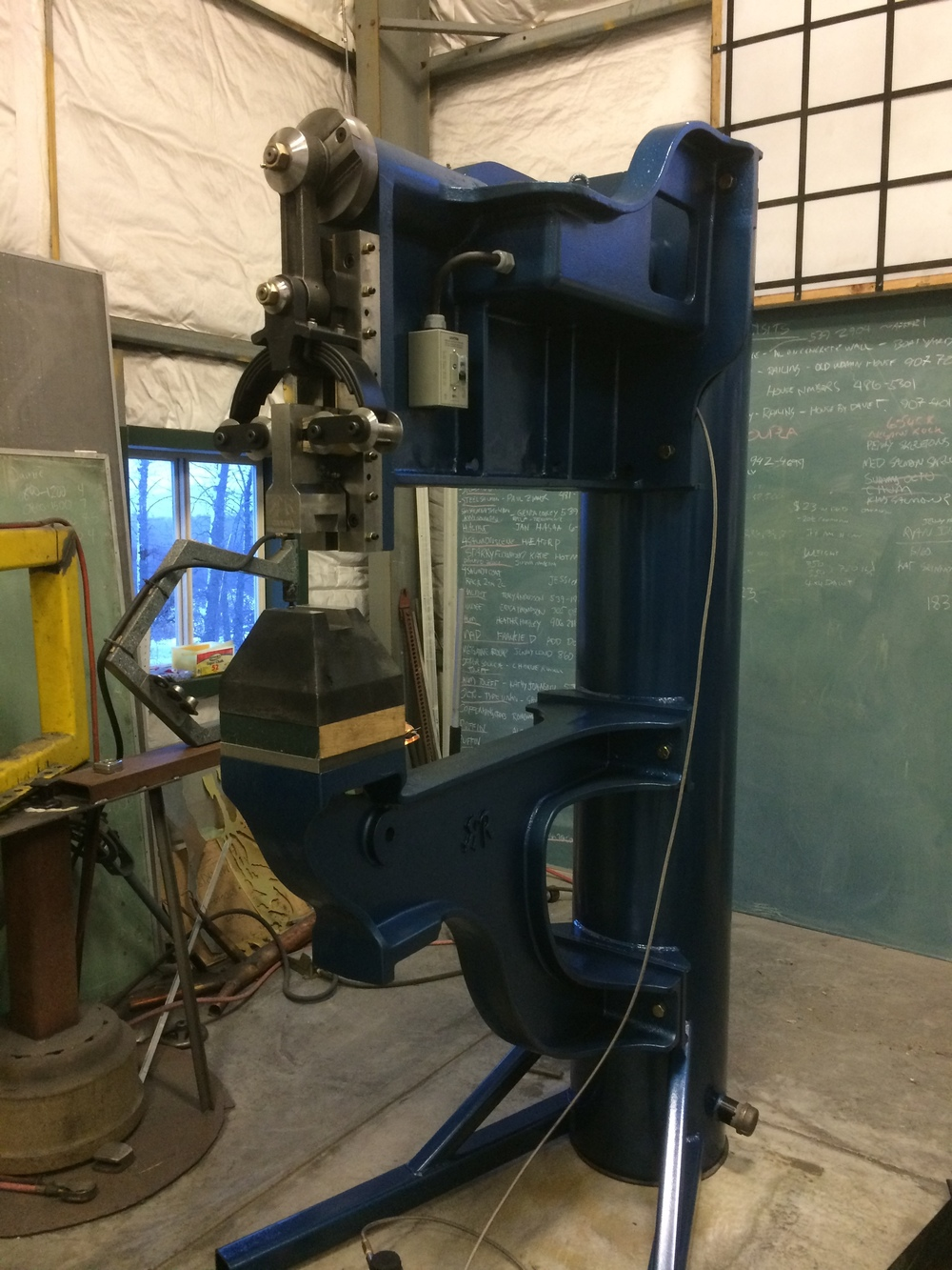 This is a sheetmetal power hammer. This hammer was built in 2015 by Renato Muskovic of British Columbia. It has cast iron arms and is powered by a 2 HP electric motor and a hydraulic cone clutch. Its name is Ramona.