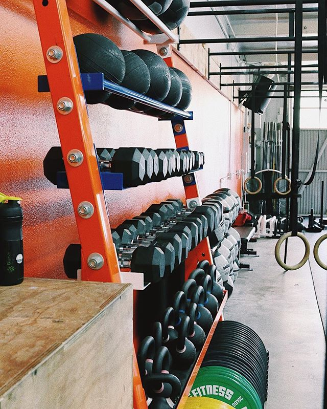Tone it up Tuesday 💥  Who's made it to the gym this week? There's still 5 more days to crush this weeks goals, let's get it! ⠀⠀⠀⠀⠀⠀⠀⠀⠀ #theshambaway #TSW #shambafit #costamesa #newportbeach #fitness #fitfam #gym #gymlife #lifestyle #crossfit #hiit #movelikeitmatters #eatrealfood #dontbeadick #fuelhappiness