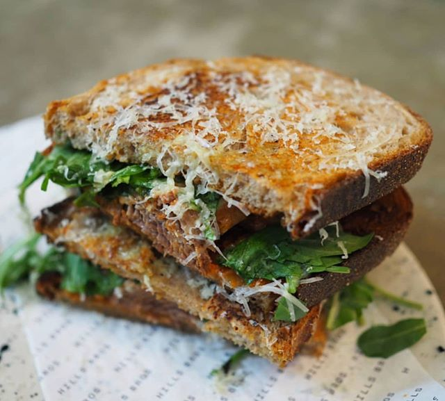 Have you tried our lamb ragu toastie? With lamb ragu, rocket and parmesan, it's the perfect lunch option whether you're dining in or on the go! Rg: setinq . . . #hillsbrossydney #sydneycafe#sydneycoffee#sydneyeats #breakfastinsydney #sydney#specialtycoffee #toastie #lambragu #lambragutoastie #foodstagram#instafood #foodporn #sydneycbd#martinplace #pittstmall #Pittst #wynyard#circularquay #reubenhills