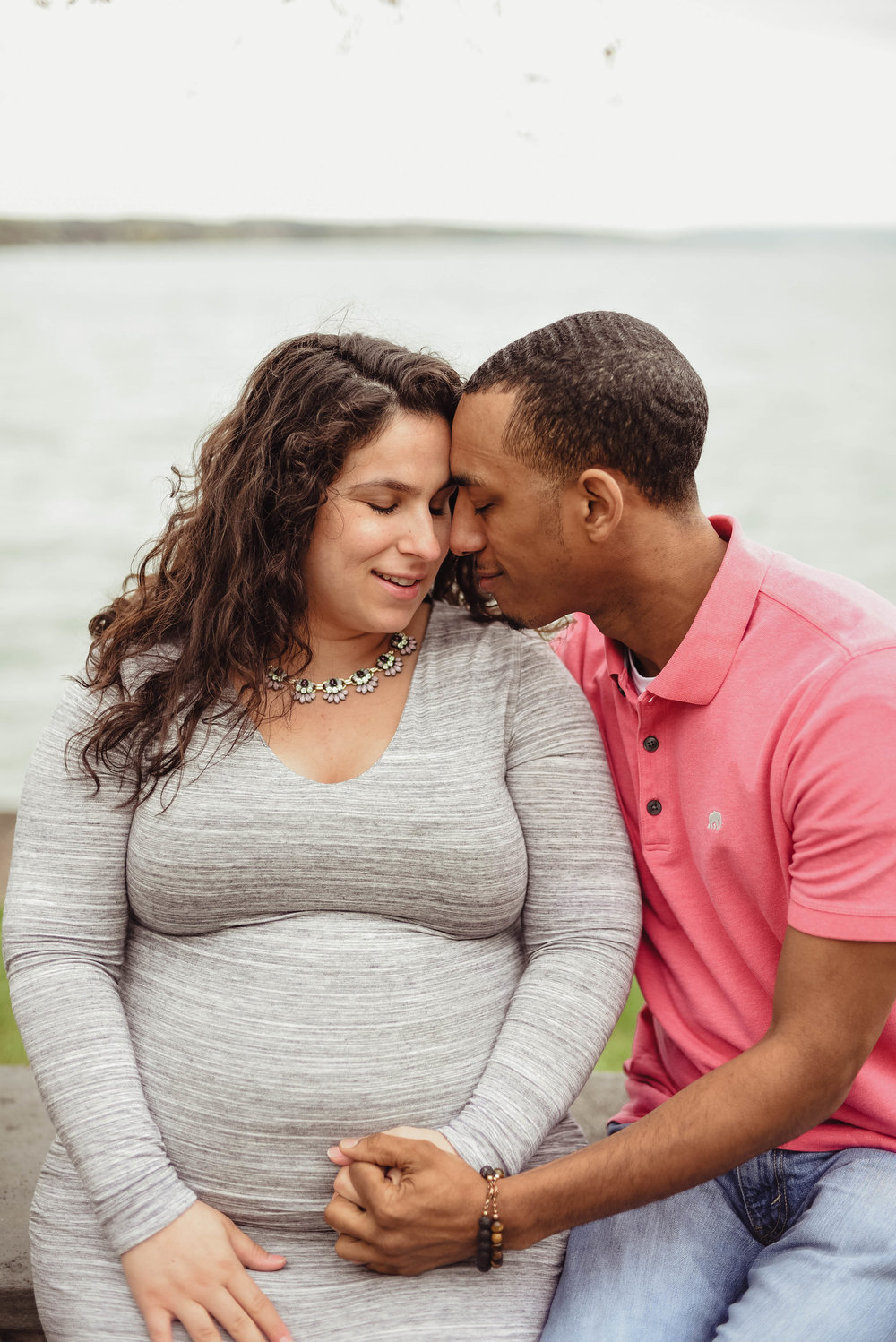 Outdoor Skaneateles lake lakeside maternity photoshoot photography session