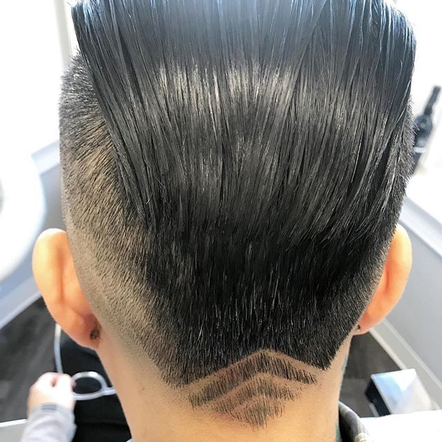 We're swooning over lines ⏫⠀ .⠀ . ⠀ #LadyClipper #andis #barbershopconnect #barbergang #barberlife #faded #mensfashion #haircut #beard #fade #thebarberpost #nastybarbers #hair #mensgrooming #barbersinctv #barberworld #femalebarber #ladybarber #barbers #hairstylist #barberlove #behindthechair #barbershop #hairstyles #menshair #hairstyle #dcbarbers #barber #barbering #fbf