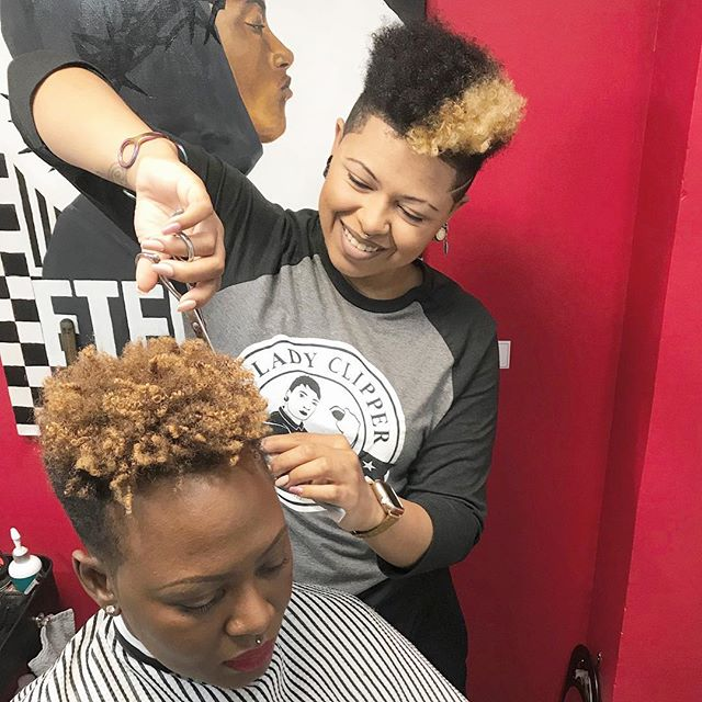 Gabby is so nice with the shears ✂️ .⠀ .⠀ #menshair #LadyClipper #hairshears #womenbarbers #hairstyle #haircut #femalebarbers #barber #barbergang #love #barberlife #thecutlife #haircuts #curls #bookyourappointment #beyondbeauty #healthyhair #behindthechair #hairstylist #hairdresser #hairinspiration #shears #scissors #hair #fade #modernsalon #barbershopconnect #hanzonation #stylist #dmvbarbers