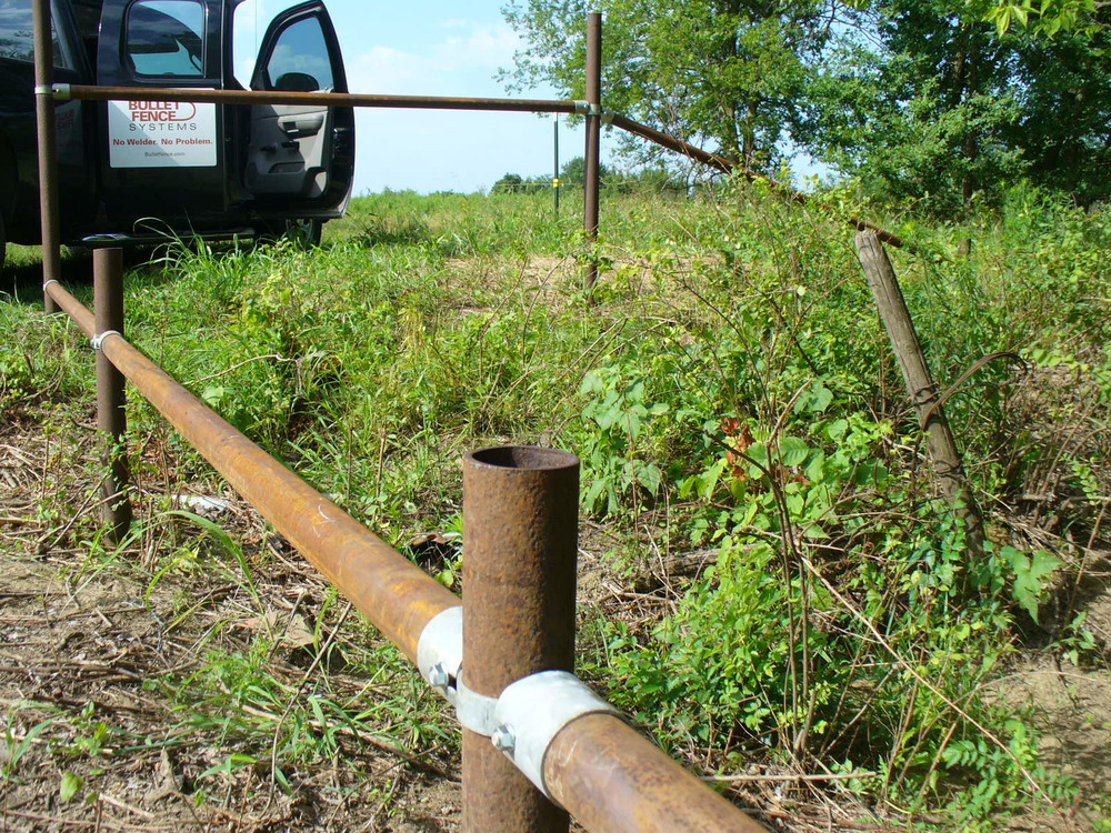 Low rail fence for vehicle barrier
