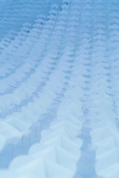 小さなオブジェクトの連続性の動きで、気流を表現