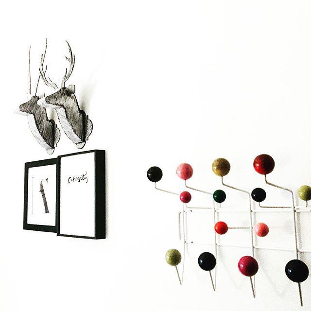 We love our Mid-Century Modern Eames Hang-It-All + Classic Chalkboard Duo pairing! ✨ #midcenturymodern #hermanmiller #eames #minimalist #modernart #blackandwhite #moderndesign #modernhome #wallart #walldecor #livingroom #livingroomdecor #interiorstyling #interiordesign #sculpture #colorblocking #art #gallerywall #gallerywallinspo #edgy #livingroom #livingroomdecor #sculpture #gifts #giftsforher #nurserydecor #kidsroomdecoration #animalhead #trophyhead #fauxanimalheads #interiordesigner #interiorandhome #frame4design frame4design