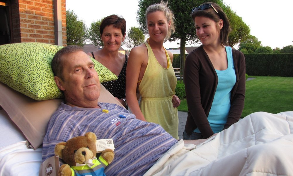 Team of volunteers offers dying patients one last wish - Published in Flanders Today, October 2015