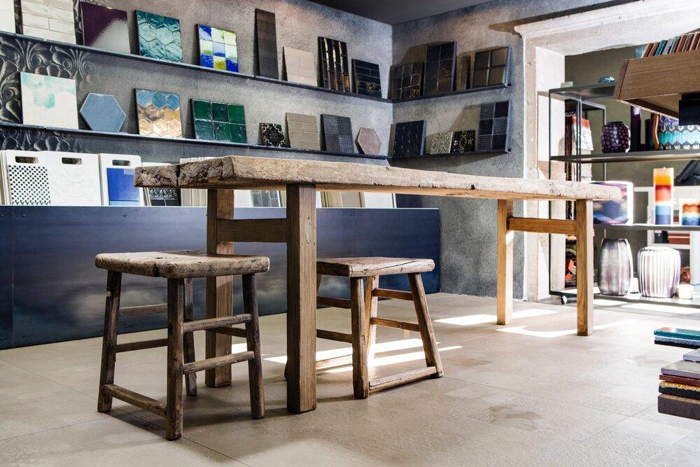showroom die fliese. Black Bedroom Furniture Sets. Home Design Ideas