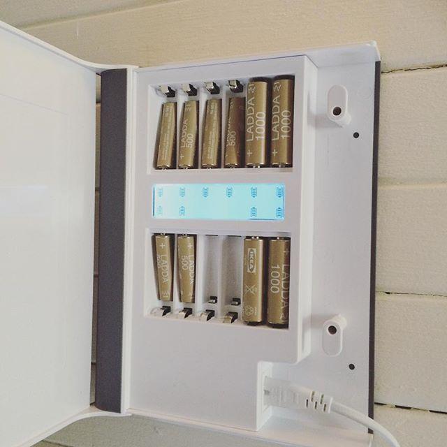 #Repost @wictoriajonsson ・・・ Ladda om! Här hemma kör vi numera på laddningsbara batterier. De sägs kunna laddas upp till 1500 gånger. Hur bra är inte det? 👍🏼 #ikeahållbaraihop @ikeagavle #laddaom