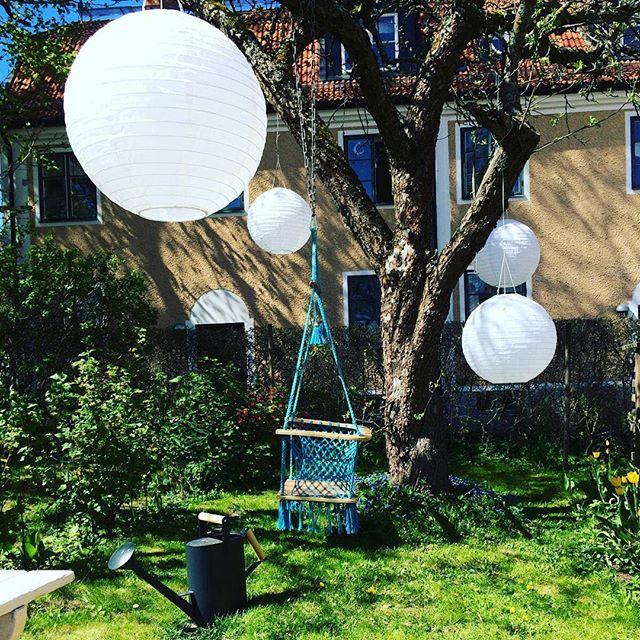 #Repost @mirjacles ・・・ Helgen närmar sig och det är dags att ladda batterierna med #ikeahållbaraihop . Solen laddar solcellerna i mina lampor!