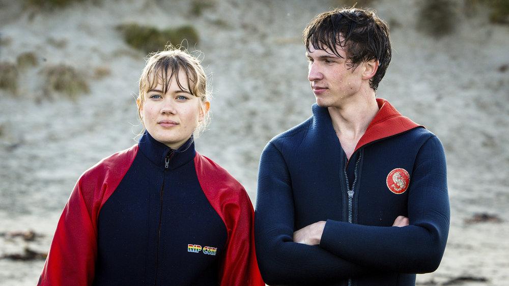 LYKKELAND_Toril og Christian surfer_Foto_Marius Vervik_NRK_Maipo Film kopi 2.jpg