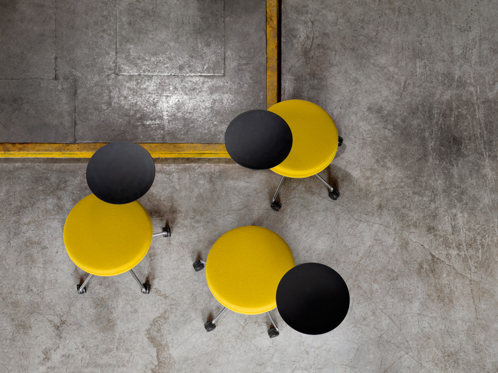 _1_Juxta_YellowStools_o_44151.jpg