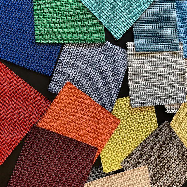Abonnez-vous à notre infolettre pour être à l'affût des nouveaux tissus de @keilhauer_design 🎨 #keilhauer #design #textile #tissus #new #colorful #mobilier