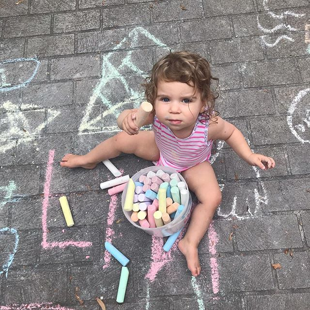 What's all the chalk about? 😛💗 • • • • #puns #bondsaus #bondsbaby #funinthesun #instagood #instadaily #instaphoto #🇦🇺 #australia #sunshine #love #beauty #toddler #fun #blueeyes #photooftheday #photography #capturingthemoment