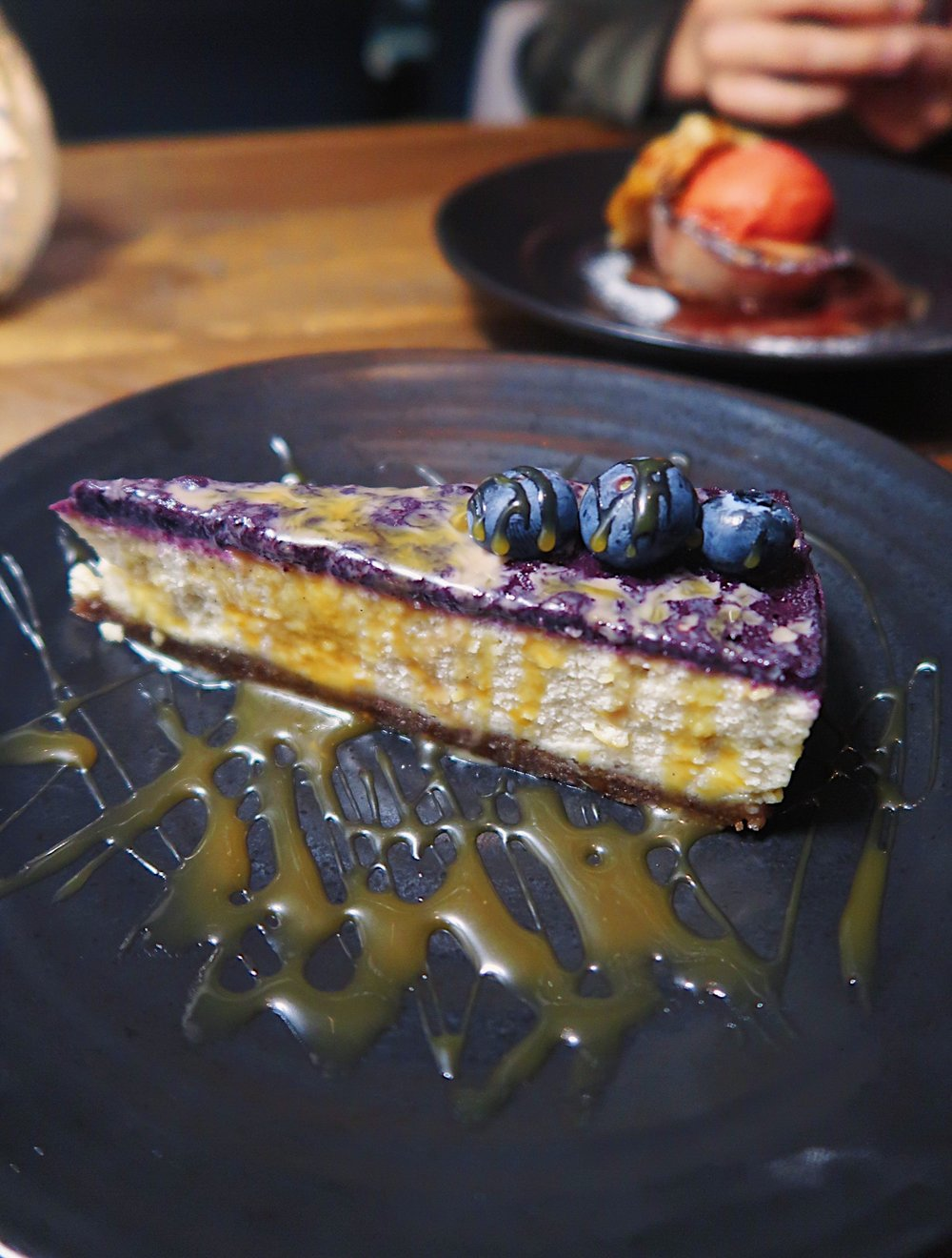 Blueberry & pecan cheesecake