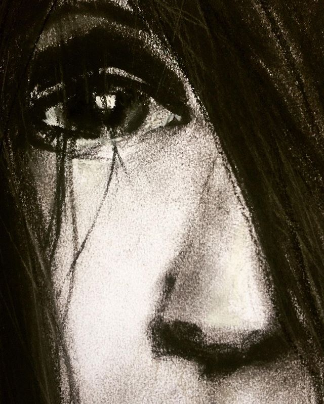 Lifting the hiatus on my drawing.. Spending a part of today diving back into another creative outlet. ❤️ #aspiretoinspire #charcoal #useyourhands
