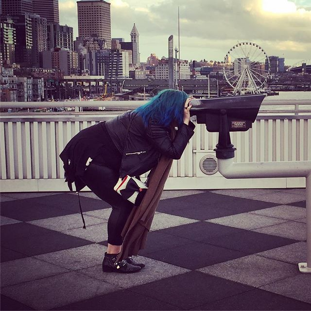 Trying to peep life through the eyes of a child.. Or at least the height. 🔭 #seattle #latergram