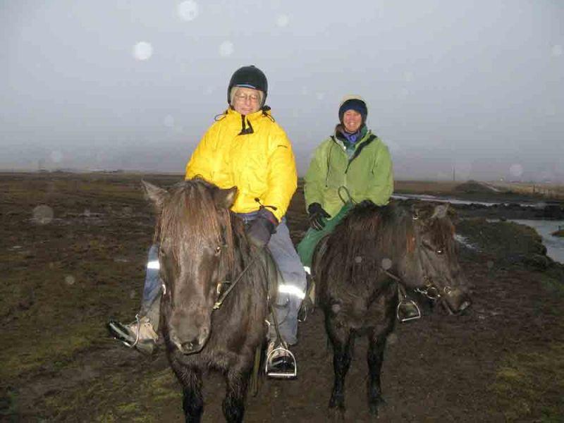 Riding_horses-174-800-600-80.jpg
