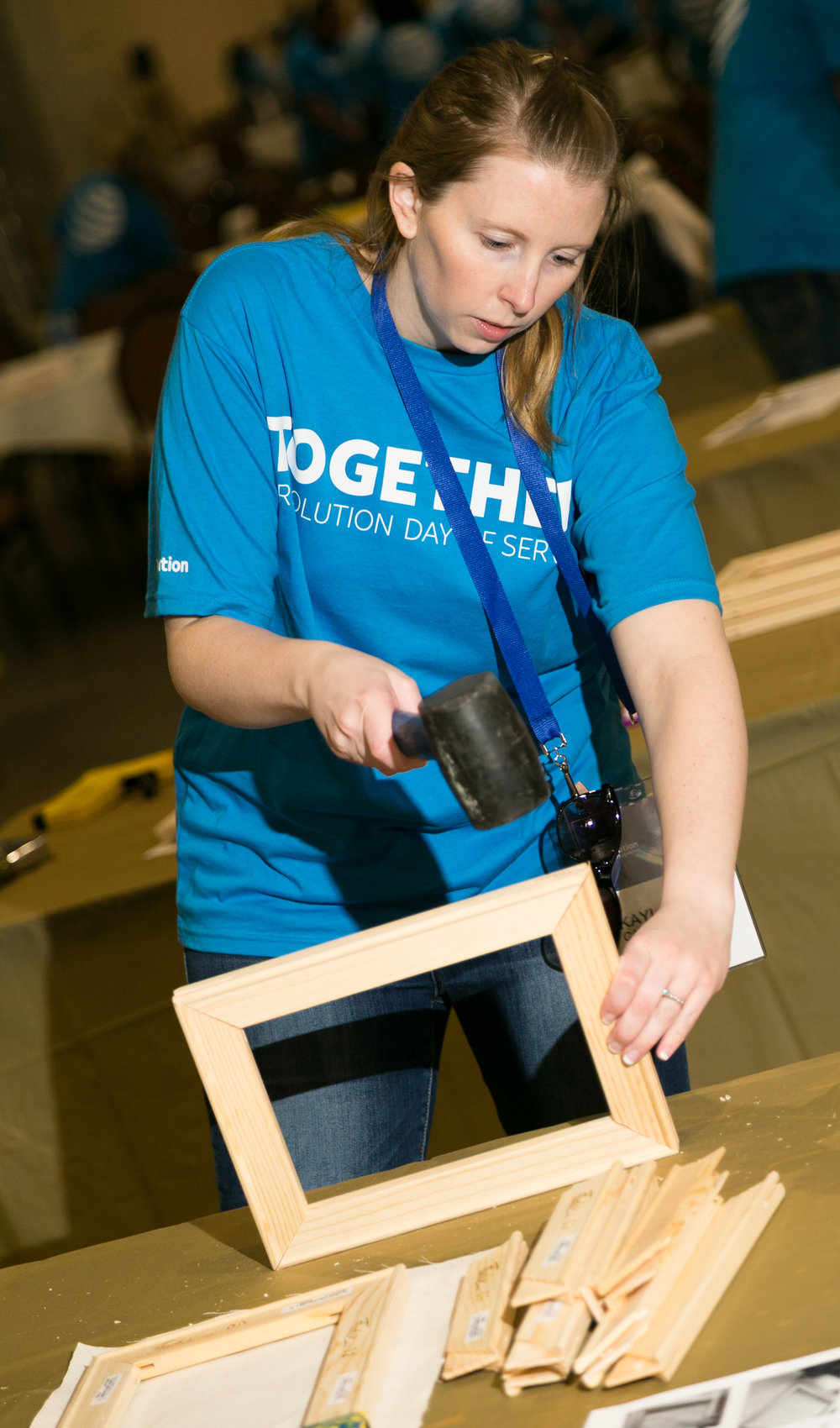 Art-Woman-Hammering-Easel-ATT-Dallas-18.jpg