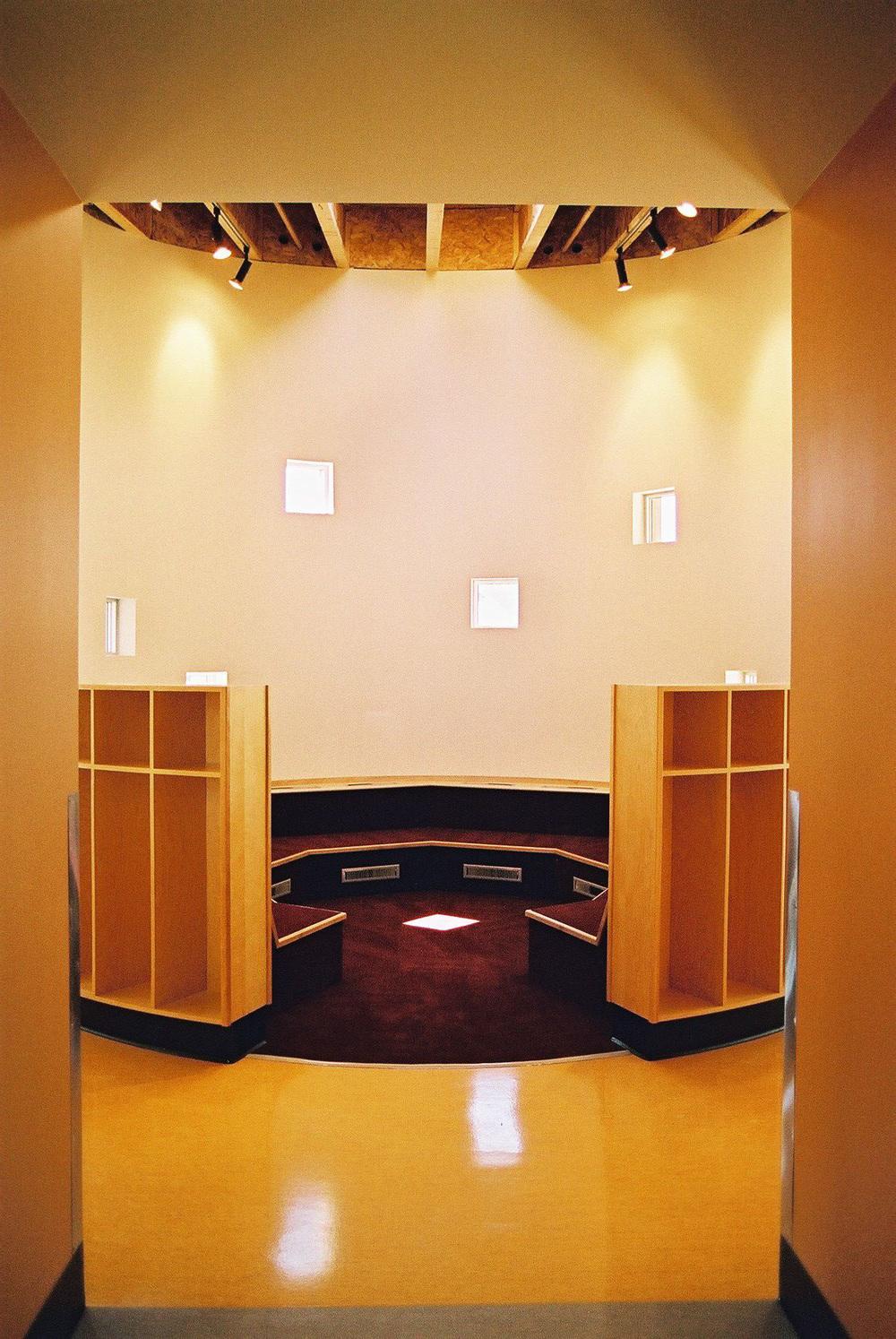 6 - Interior.jpg