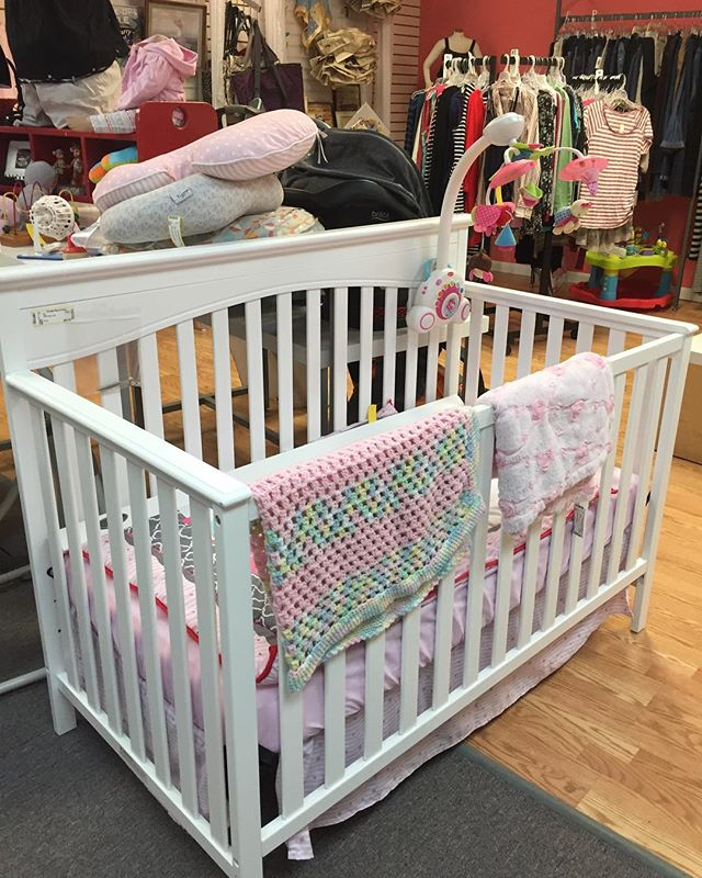 Beautiful white wooden crib at Broadway $88.99 🌿✨