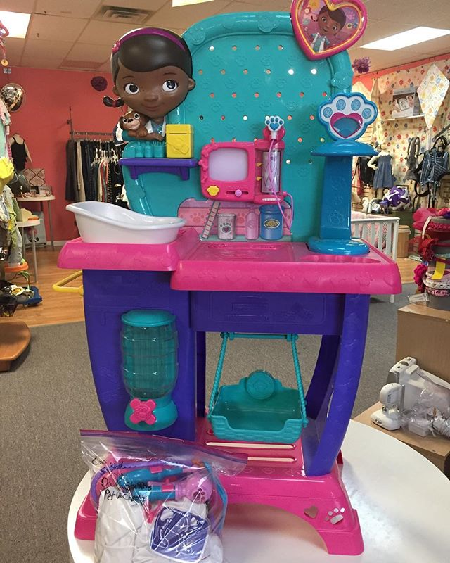 Doc. Mcstuffins play set with bag of attachments and toys 💕 $38.99 on Broadway !
