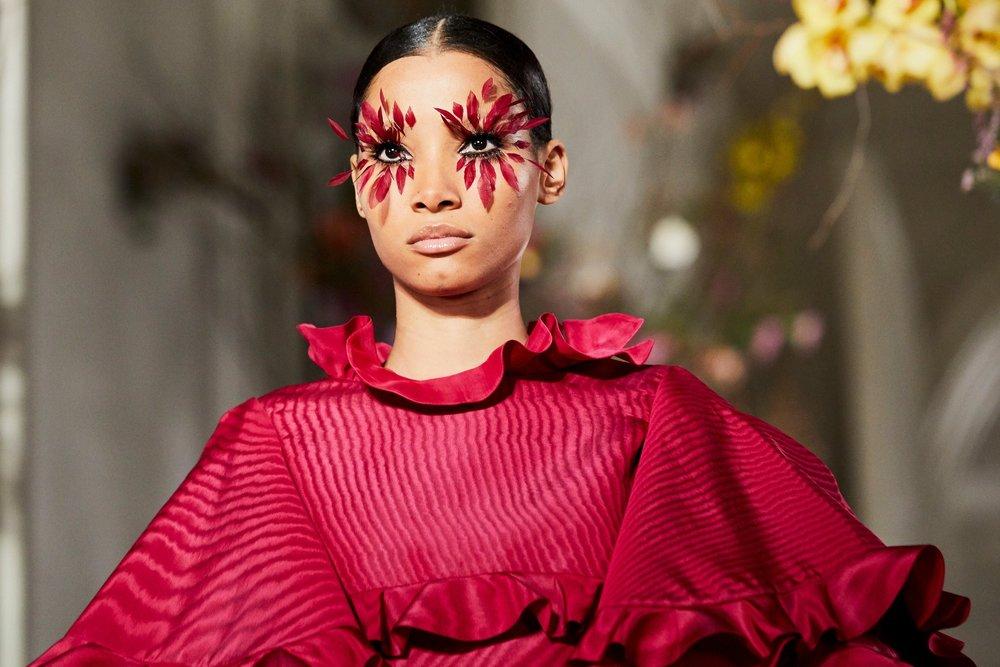 Couture-slide-VQH0-superJumbo[1].jpg