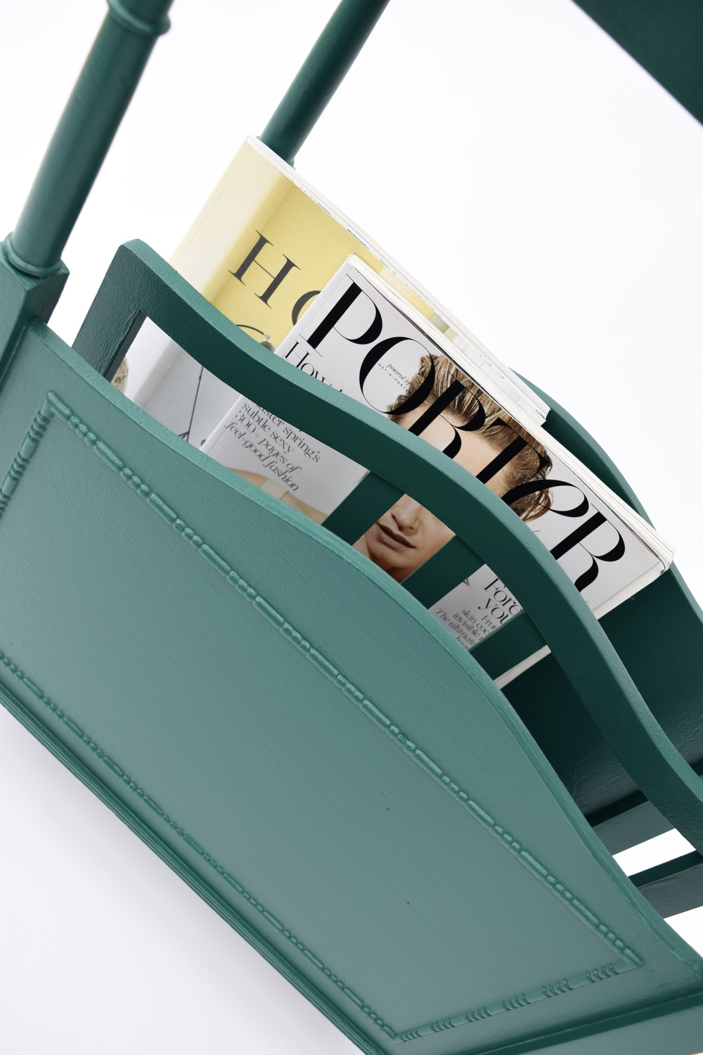 UPCYCLED MAGAZINE AND BOOK RACK