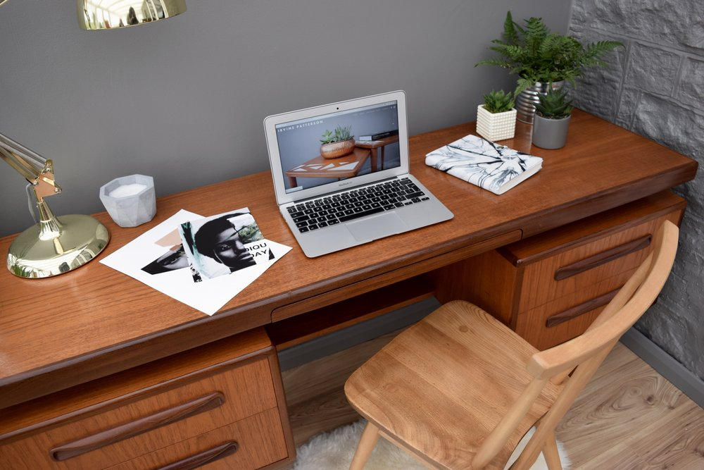 G-PLAN FLOATING DESK/DRESSING TABLE