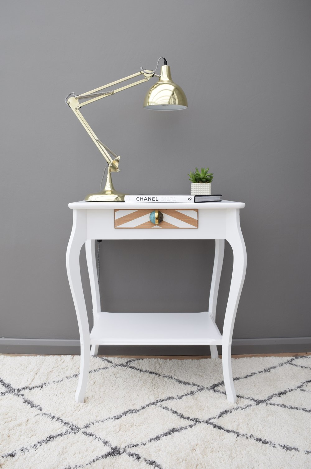 VINTAGE OAK TABLE IN WHITE WITH CHEVRON DESIGN