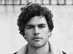 Vance-Joy-2017-Press-Image-1-Photo-Credit-Justin-Bettman-305x225.jpg