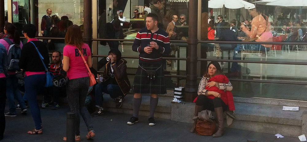 I don't have much studio shots. Zero, to be precise. Just a few selfies. Yet here's one candid picture of me casually hanging out nearby Mercado de San Miguel dressed in a kilt and wondering about whereabouts of the Alcázar in Madrid... wait, what is that? Is that a smoothie? Oh my god...