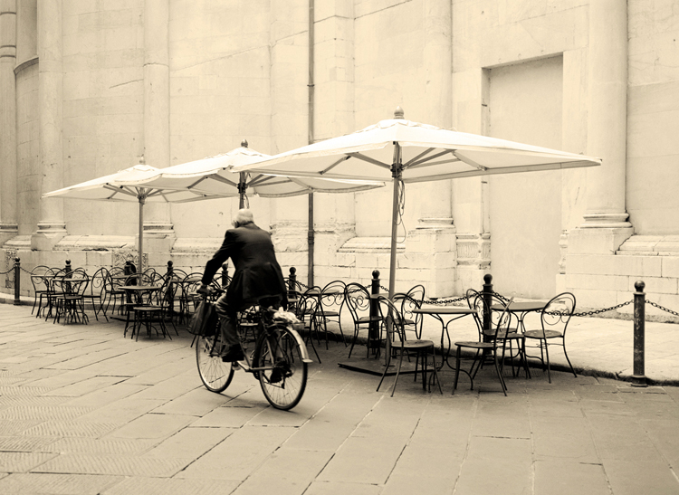 Bicycle in Lucca (P).jpg