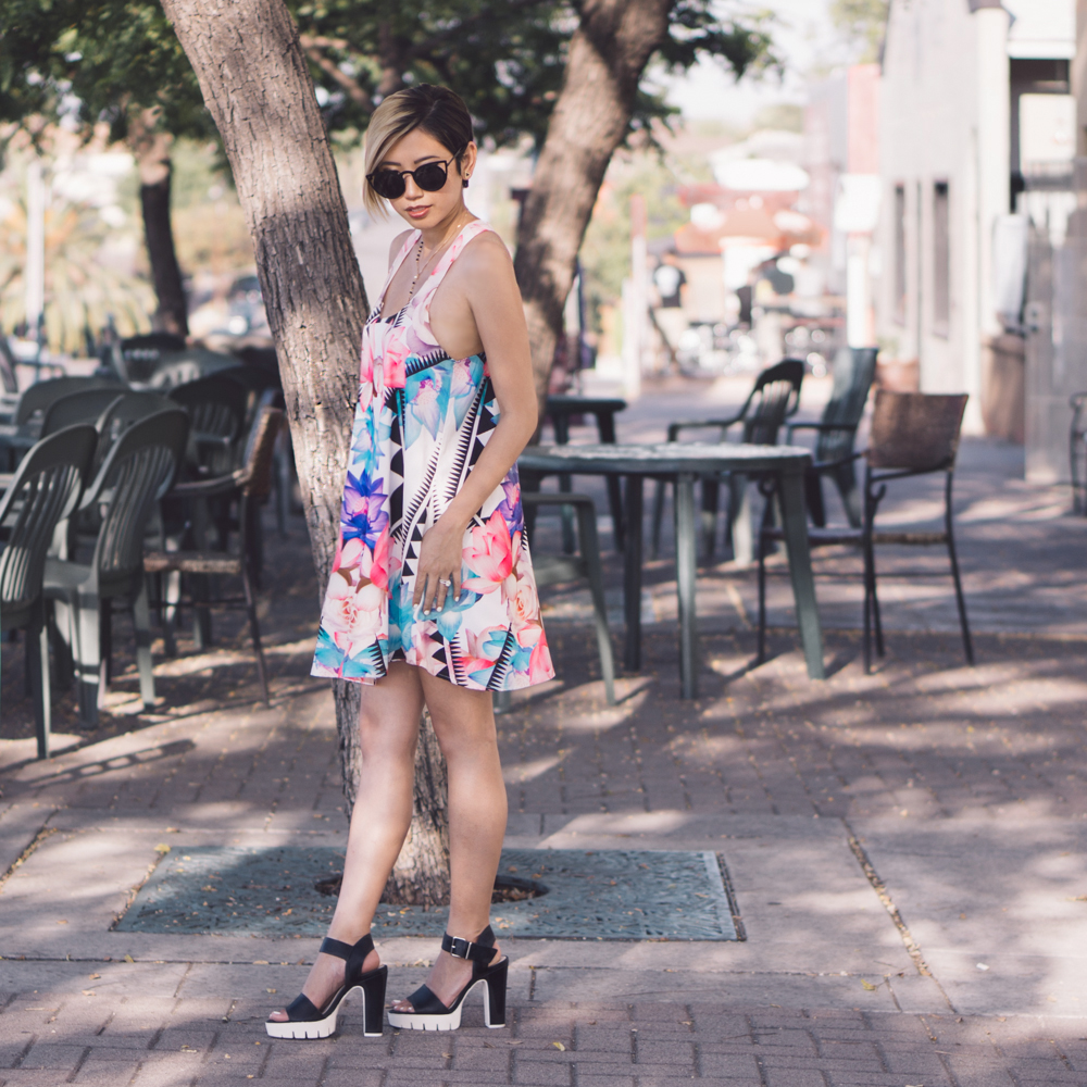 Sunglasses: SunglassSpot  Dress:  Tobi   Shoes:  Forever 21