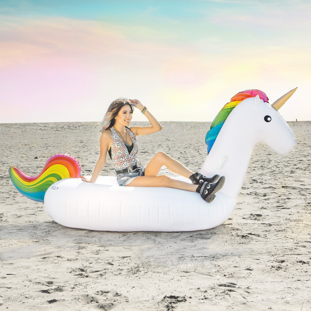 Floaty :  Unicorn floaty  Get a 10% discount with the code: ardentreverie   Swimsuit :  Saraswati V-cut Swimsuit    Shoes :  'Hawthorne' Embellished Bootie