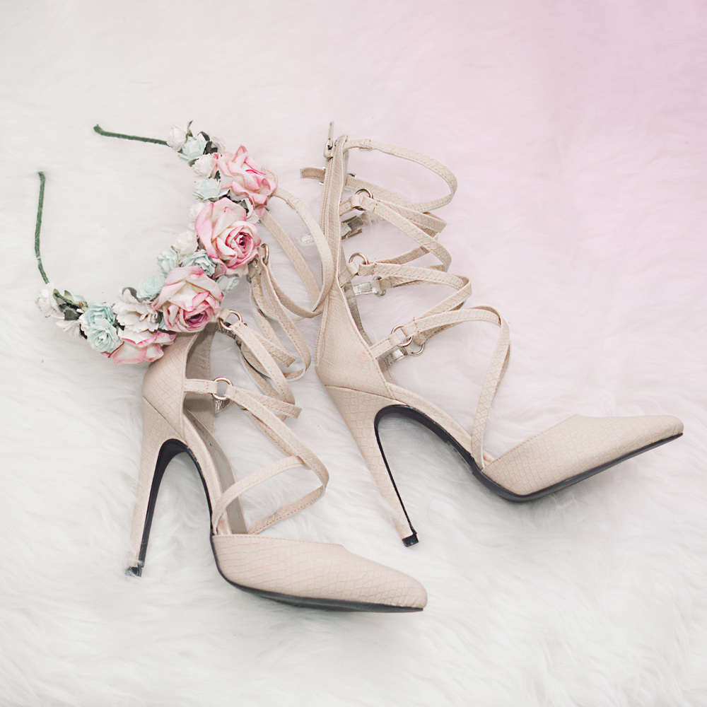 Shoes :  Virtue 84x Dress Pump - Nude    Headband :  Ardent Reverie