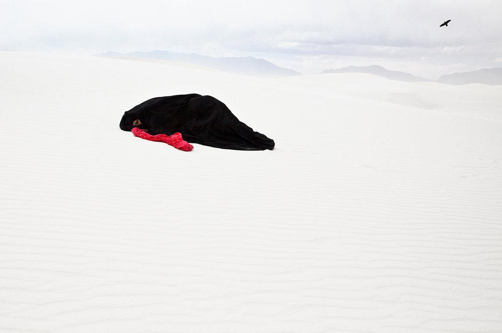 1.Sama Alshaibi, Jarasun Yaqraʿ li-l-Mawt (Death knell), 2010