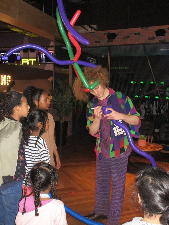 kids-parties-usa-balloon-modelling.jpg