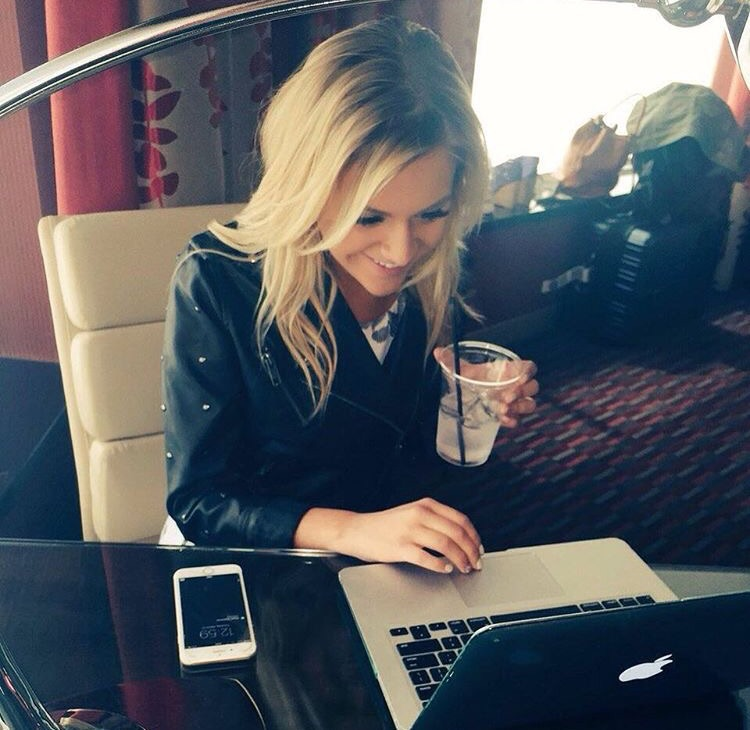 Kelsea Ballerini moments before the ACM awards