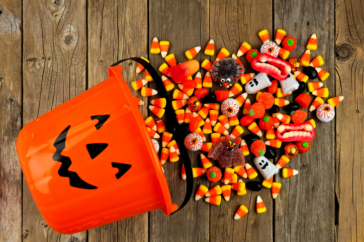 When your kiddo has food allergies, trick-or-treating can be frightful.