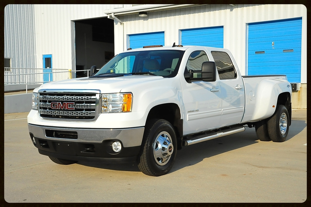 2012 GMC Sierra 3500 SLT....100% Loaded with Nav / AC & Heated Seats / Camera and MUCH MORE....Only 32K Original Miles.