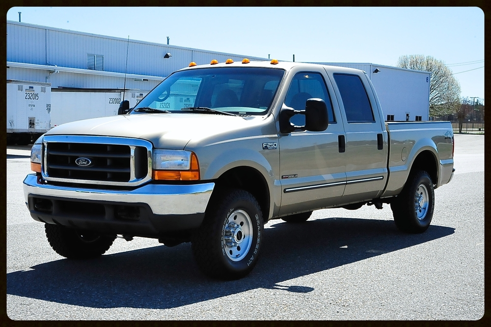 2001 F250 4x4 Crew Cab....7.3 Diesel.....This was a FL Truck Since Day 1 of Ownership...ONLY 54K ORIGINAL MILES...Extremely Rare Find....