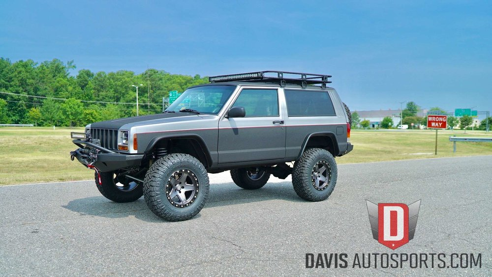 Lifted Jeep Cheorkee XJ .jpg